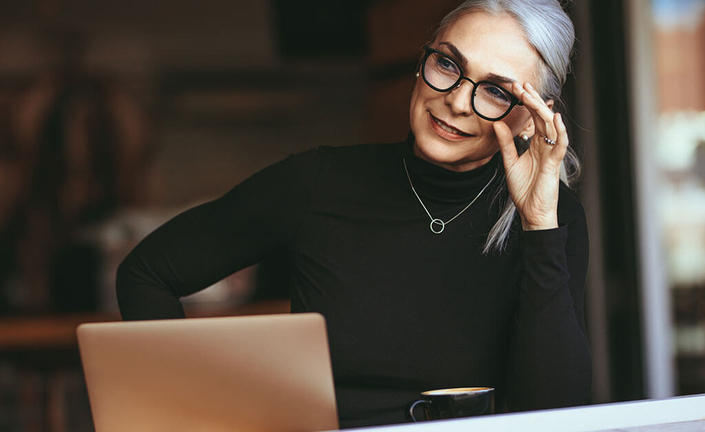 Mature white woman with glasses